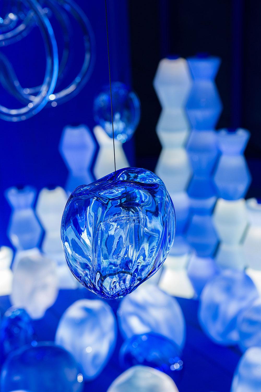 היורטה הכחולה - אגרטל שקוף תלוי, פרט