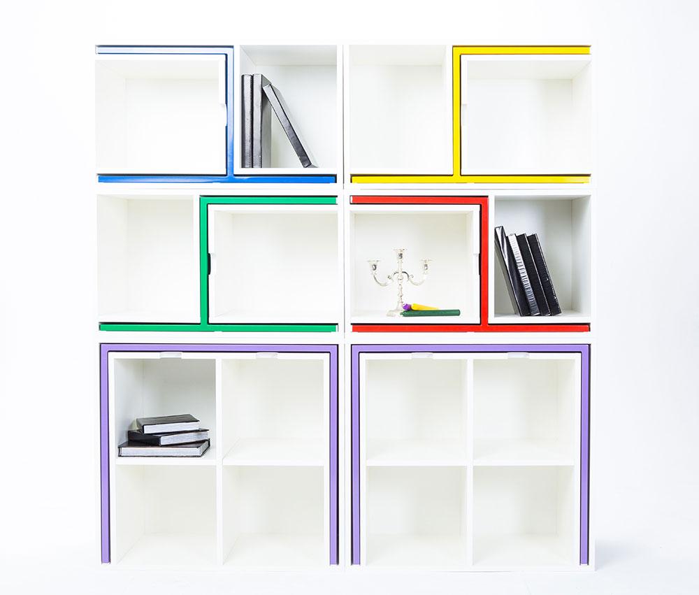 As if From Nowhere, הספרייה המודולרית של אורלה ריינולדס מחביאה בתוכה שולחנות וכיסאות