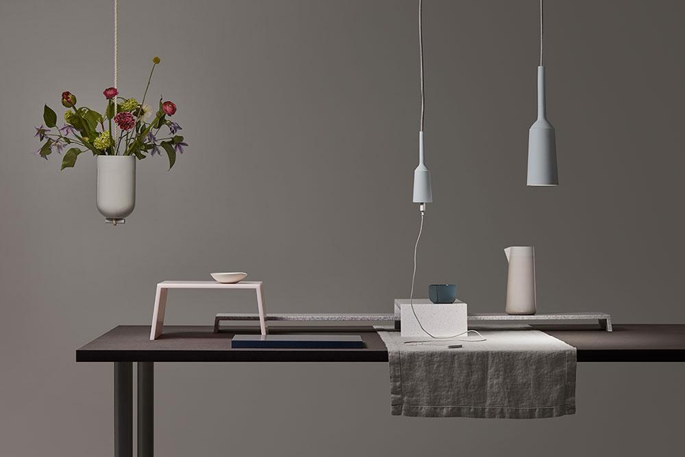 Table Landscapes, מגשי השולחן, ו-Lamp and Socket, המנורה והשקע המשתלשלים מהתקרה