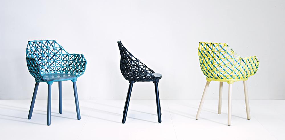 כיסאות Bobbina. מחוט אחד בלבד נקלעים הרהיטים למבנה יציב