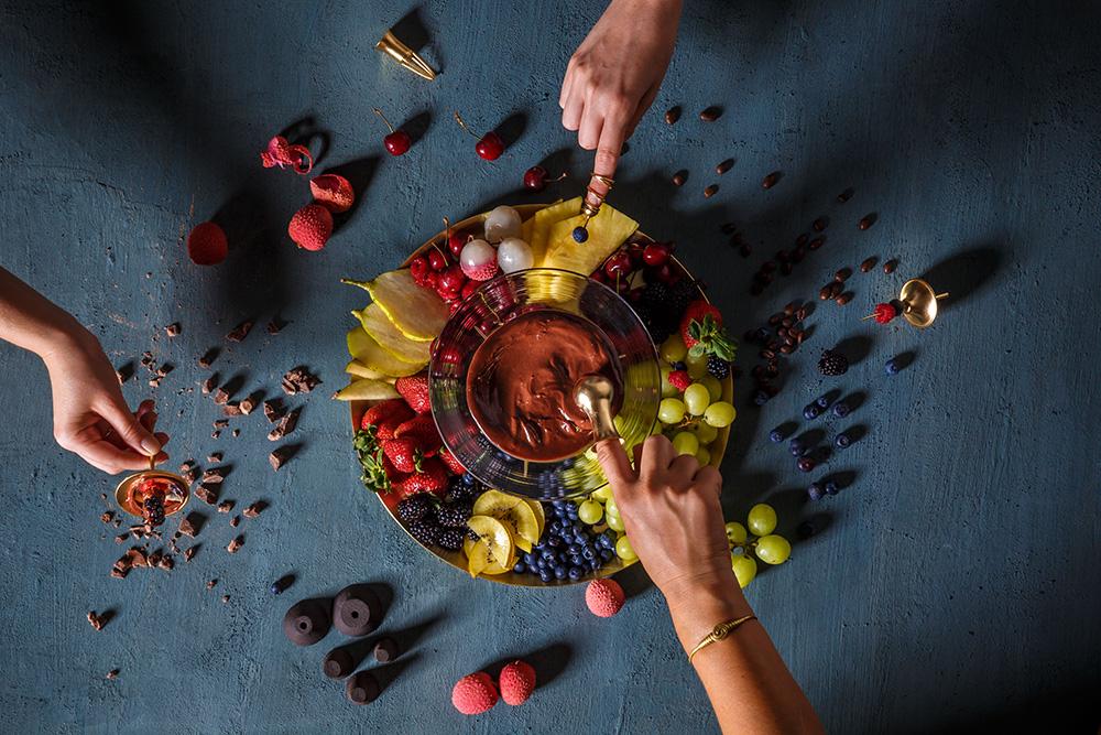 אפרת איווניר, בנוגע לשוקולד. צילומים: נמרוד גנישר