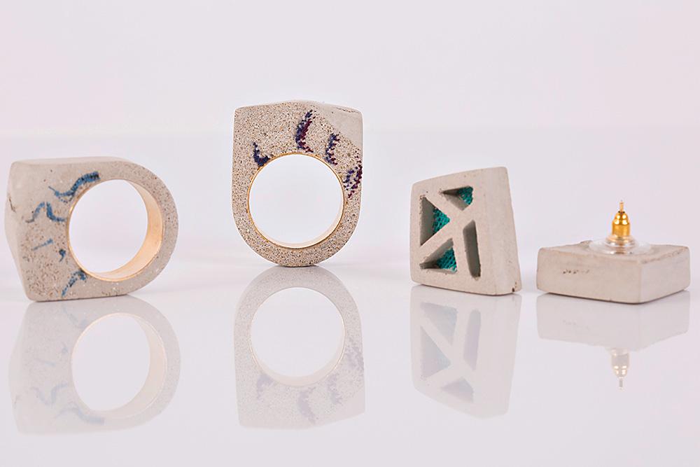 הטבעות והעגילים. בטון ובד טול
