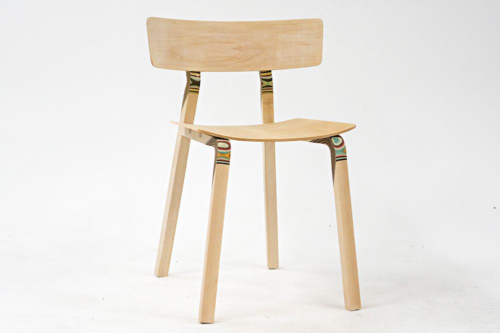 wood couture, נטע אשרי, כיסא המפרקים הצבועים. צילום: מאיר קרמר
