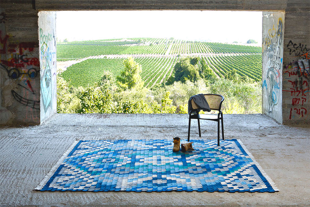 02 producks, scale rug, צילום: מיכאל טופיול