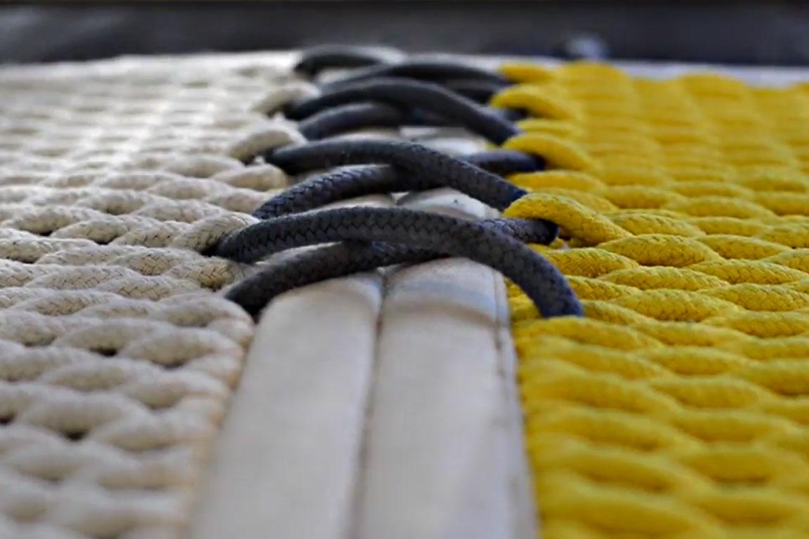 נקודת החיבור בין חלקיו של שטיח האוהל