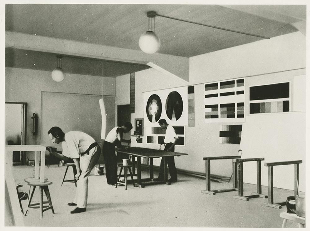 הסדנה לציור-קיר, באוהאוס דסאו, 1926 (צלם לא ידוע) ארכיון אוניברסיטת באוהאוס, ויימאר