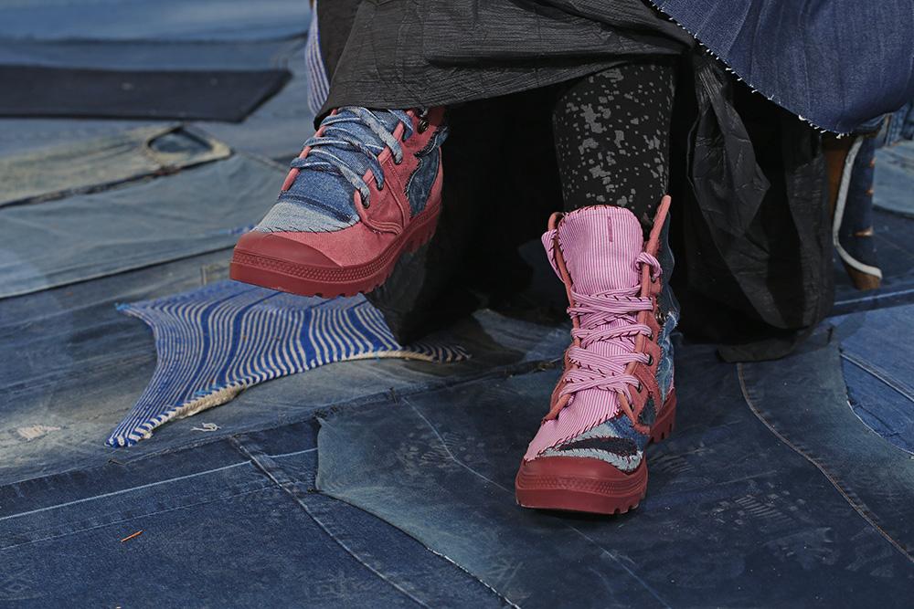 הנעליים של מירב רהט. צילום: אחיקם בן יוסף