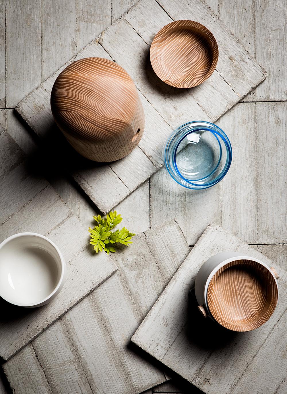Yhdessä-Erikseen, כלי השולחן בהשראת טקס הפיקני ק היפני שעיצבה Hanna-kaarina Heikkila. צילום: Kimmo Metsäranta