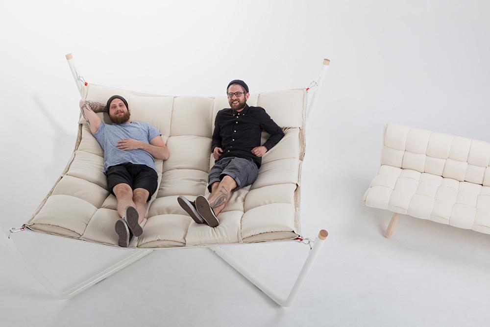 Tuohinen Hammock. הערסל, הספות, הכורסאות והמחצלת מיועדים לקמפוס החדש של אוניברסיטת להטי