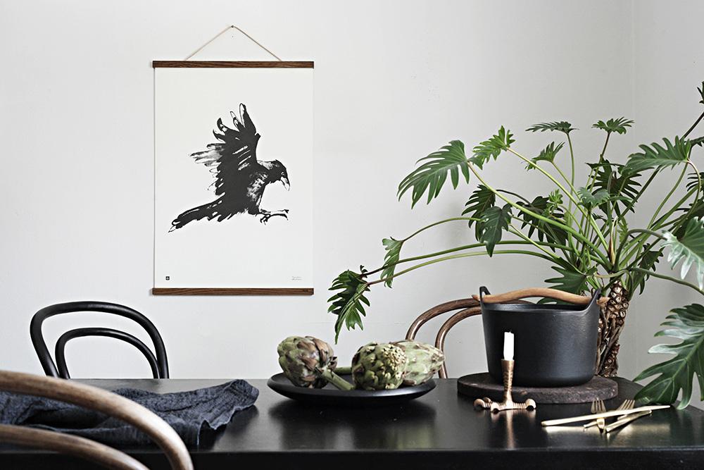 באיוריו, המודפסים על נייר או לוח לבנה, מנציח Teemu Jarvi את חיות הבר שהוא פוגש בטיוליו התכופים ביערות ארצו. צילום: Susanna Vento