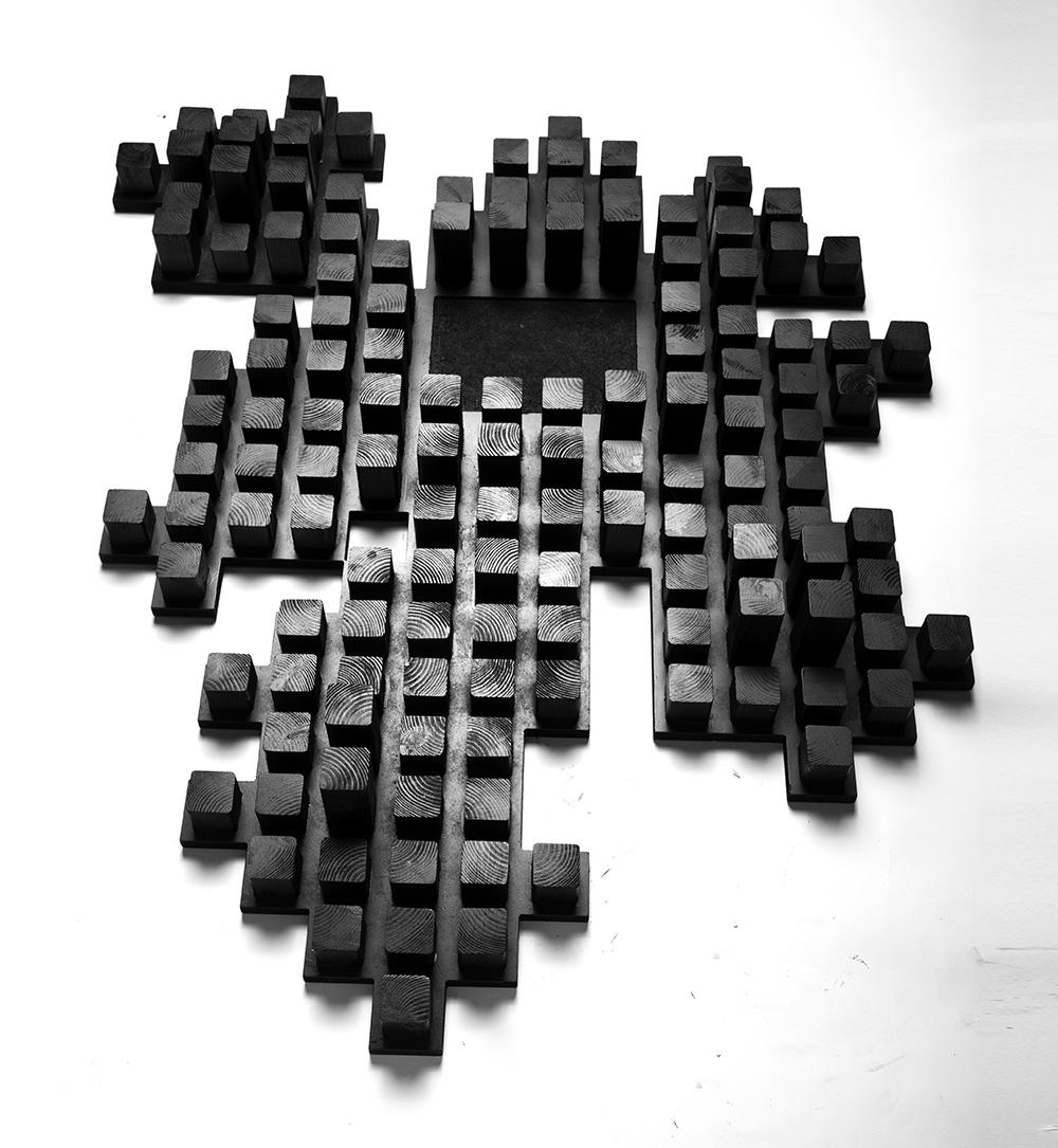 טוטפות, עבודת עץ שחורה
