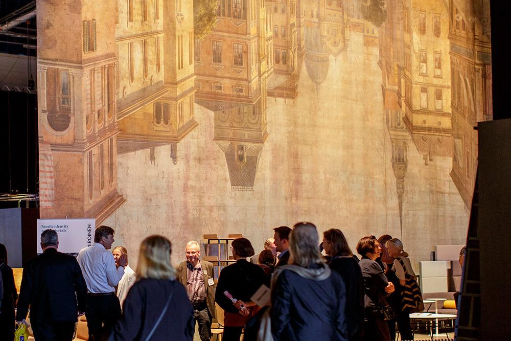 אחד ממסכי התפאורה בני המאה שהובאו מהתיאטרון הפיני הלאומי