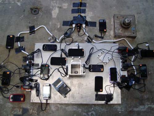 MyShake, אפליקציה חינמית למכשירי אנדרואיד, המזהה רעידות אדמה תוך שימוש בחיישנים המצויים בכל טלפון חכם. האפליקציה, שפותחה על-ידי חוקרים במעבדת הסייסמולוגיה של אוניברסיטת ברקלי ובמרכז החדשנות של דויטשה-טלקום בעמק הסיליקון בקליפורניה, פועלת ברקע הטלפון תוך ניצול מזערי של אנרגיית סוללה