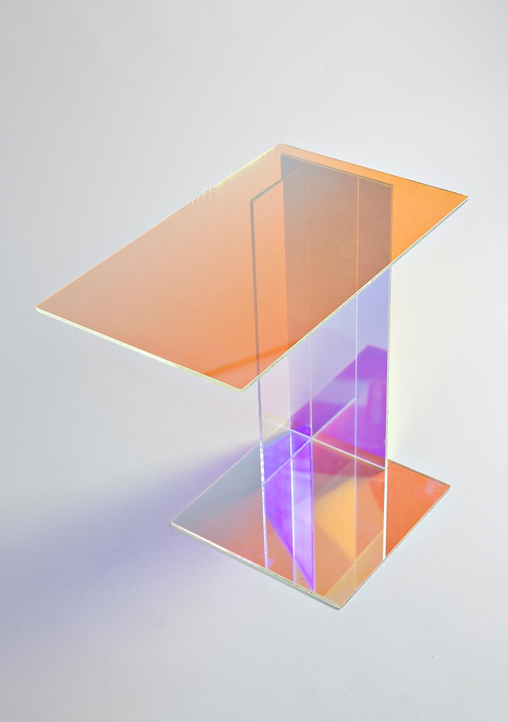 שולחן ספקטרה, סטודיו קוקה. משחקי השתקפויות וצבעים. צילומים: דניאל שכטר
