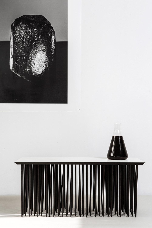 שבר כלי, שולחן וצילום (שחור)